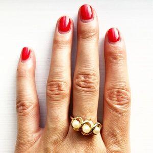Vintage Avon gold & three pearl twist ring